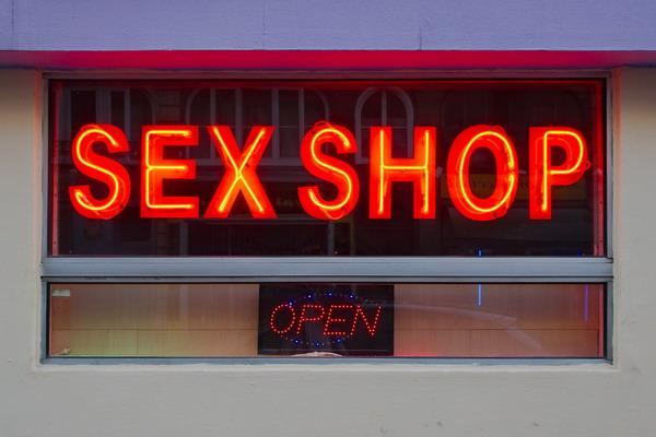 imageslike.com-large-sex-facade-de-sex-shop.jpg (59.6 Kb)